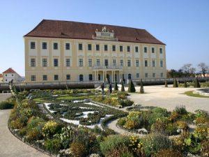 Schlosshof_zámok